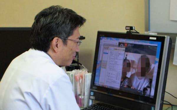 オンライン診療ではくつろいだ患者の姿が見られるのが利点という(千葉県いすみ市の外房こどもクリニック)=一部画像処理しています