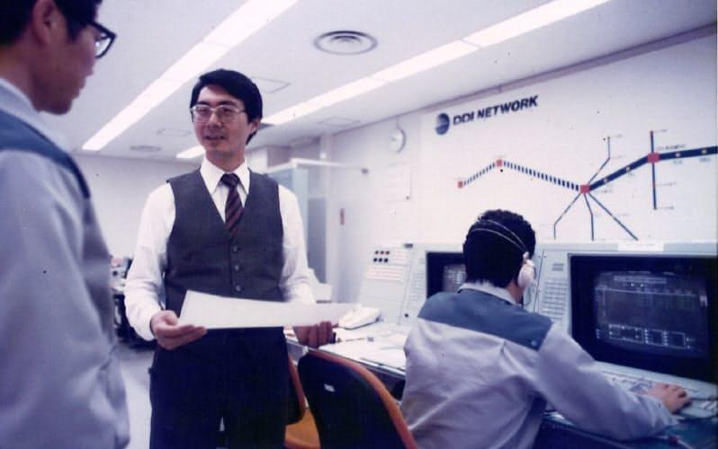 東京ネットワークセンター内にて(中央が筆者)