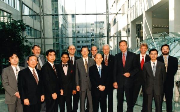 グローバルワンの件でドイツに出張(前列中央が奧山社長、同左から2人目が種野常務、同右端が筆者)