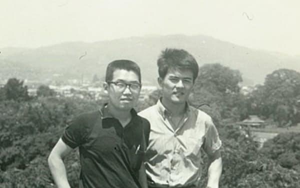 大学2年の夏休み、友人と旅行した(右が筆者)