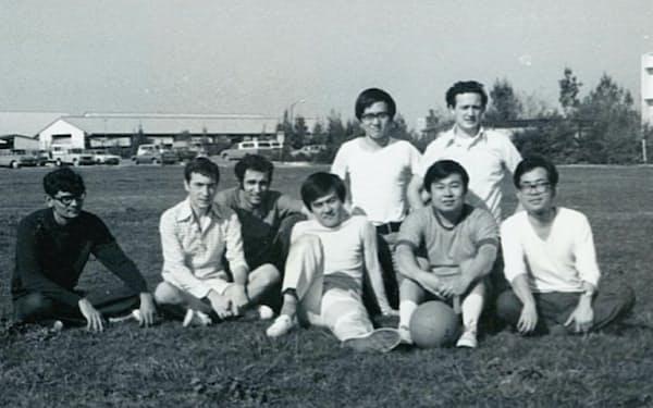 米留学時代の研究仲間(前列右から3人目が筆者)