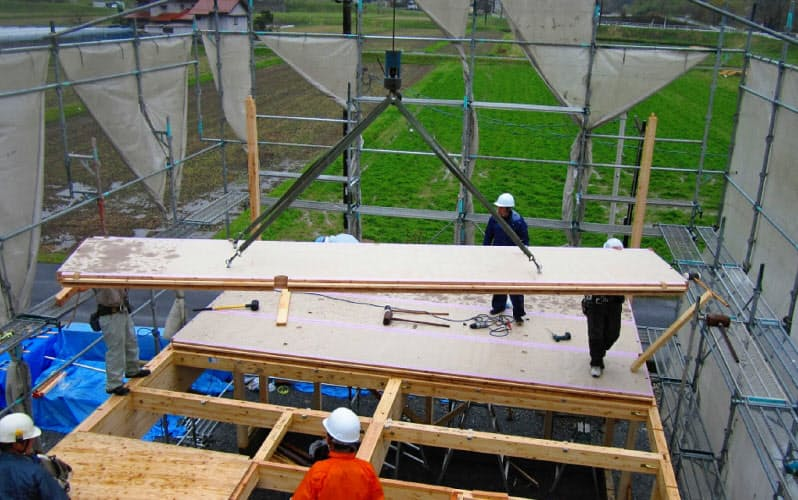 2011年、試作したスギCLTを試験的に社員の家の床に使った