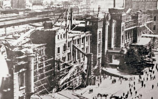 空襲で炎上した東京駅の赤れんが駅舎=JR東日本提供