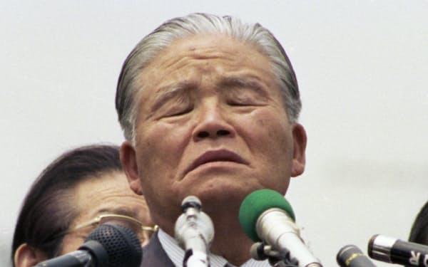 衆参同日選の第一声で辛そうな表情をする大平首相(1980年5月30日、東京・新宿)