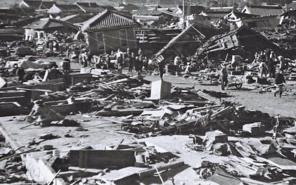 1944年の東南海地震で大きな被害を受けた三重県尾鷲市=太田 金典氏提供