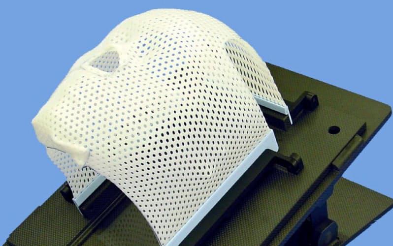 頭部を固定する「放射線治療用固定シェル」