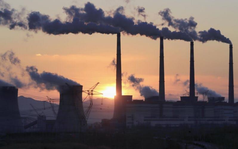 中国のCO2削減は3月の全人代などで具体策がみえてくる可能性がある(河北省の火力発電所)