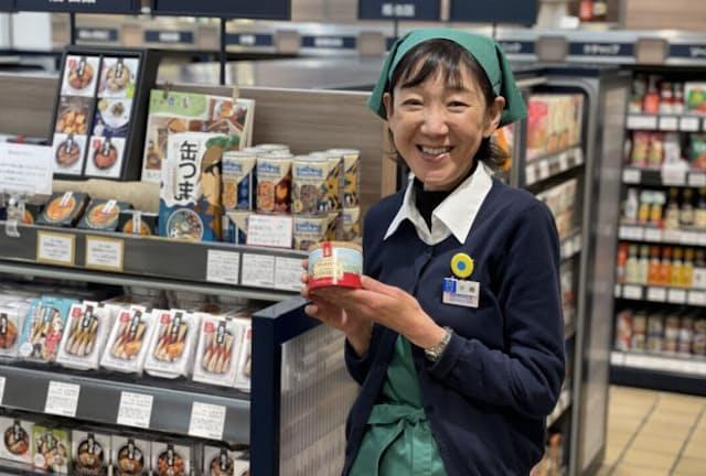 木嶋さんの接客にひかれ、商品選びで直接指名する顧客も多い