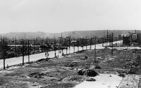大空襲直後の伊勢佐木町付近(横浜市史資料室蔵)