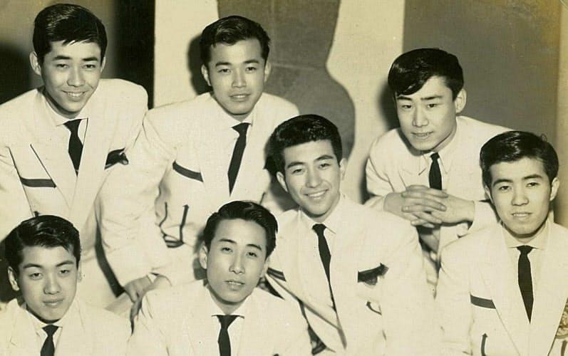 キャクタス・ワゴンの面々と(前列左から2番目が筆者)