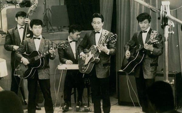 スウィング・ウエストで演奏(右から2人目が筆者)