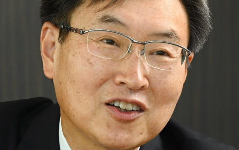 うすい・みのる 長野県塩尻市出身。1979年東京大学工学部卒。同年信州精器(現セイコーエプソン)入社。2002年取締役、07年常務、08年社長。技術者として一貫してプリンター開発に携わり、社長就任後は社内の構造改革も進めた。20年に会長就任。