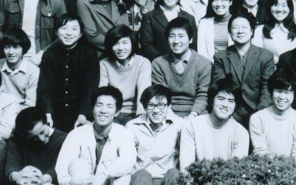 地元の名門、松本深志高校に進学した(前列中央が碓井氏)