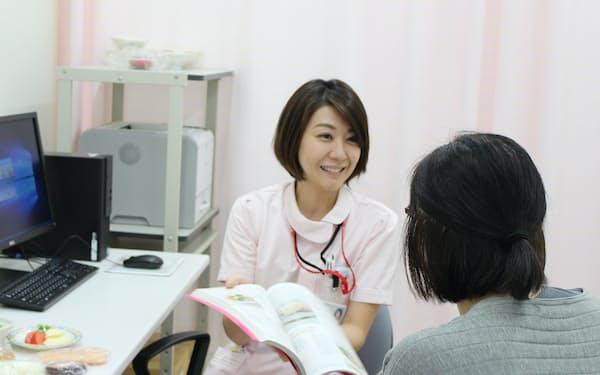胃がん手術後はきめこまかな栄養指導をしている=千葉県がんセンター提供