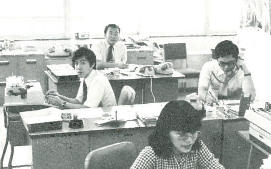 輸出3部の同僚と(左端が筆者)