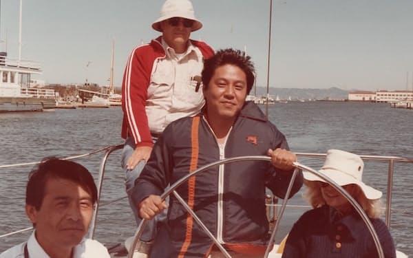 サンフランシスコ湾でクルーズを楽しむ筆者(右から2人目)