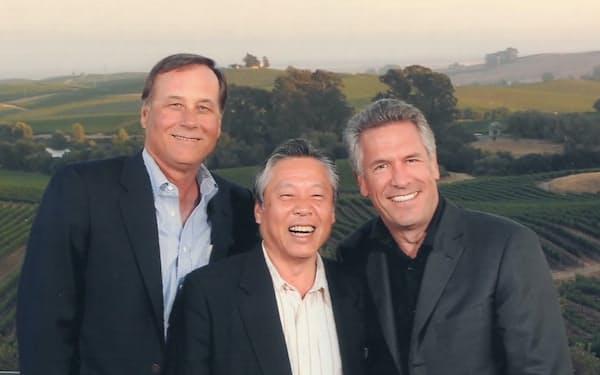 マイク(右)は信頼できるリーダー(中央が筆者)