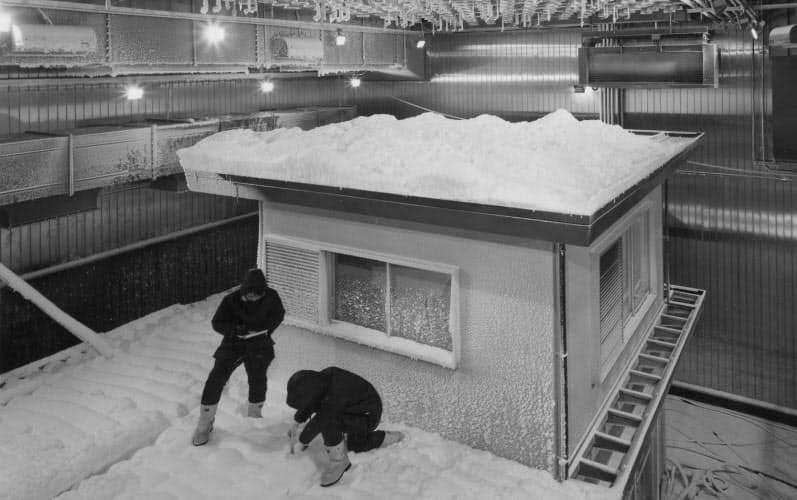 総合研究所の新社屋に設けた全天候型の実験室