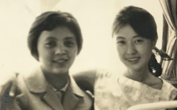 訪中公演のとき、張さん(左)と