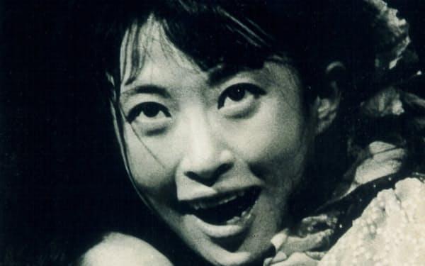 「少女仮面」で白石加代子さん(左)と