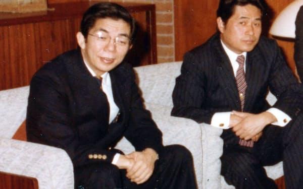 高校からの親友で共同創業者の山本幸男君(右)と