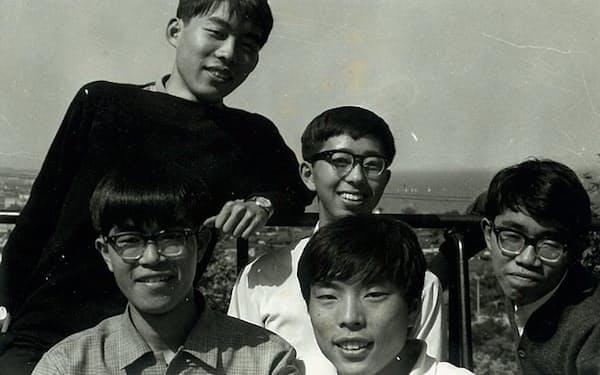 大学1回生時代(一番手前が筆者、筆者の真後ろは前宮崎市長の津村重光君)