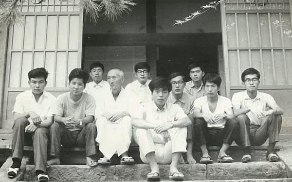 大学の写真部の合宿(前列中央が筆者)