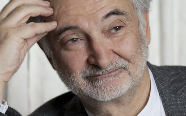 Jacques Attali 仏国立行政学院卒。経済学者。1981~91年、ミッテラン大統領の特別顧問。91~93年、欧州復興開発銀行(EBRD)の初代総裁を務めた。