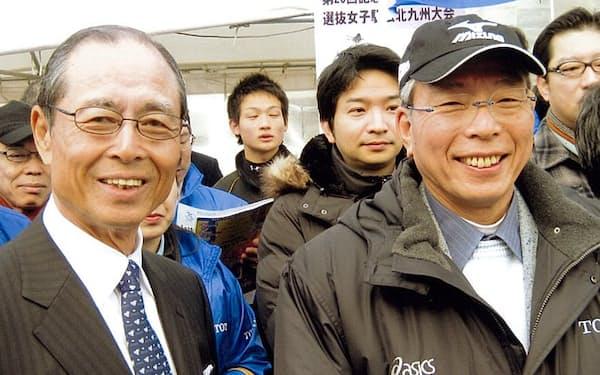TOTO顧問の王貞治さん(左)と