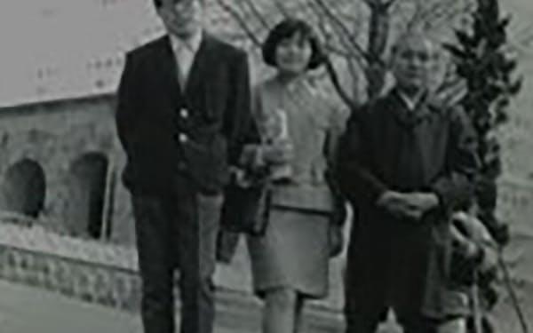 東工大合格発表の日に家族と一緒に(左から久間氏、姉、父)