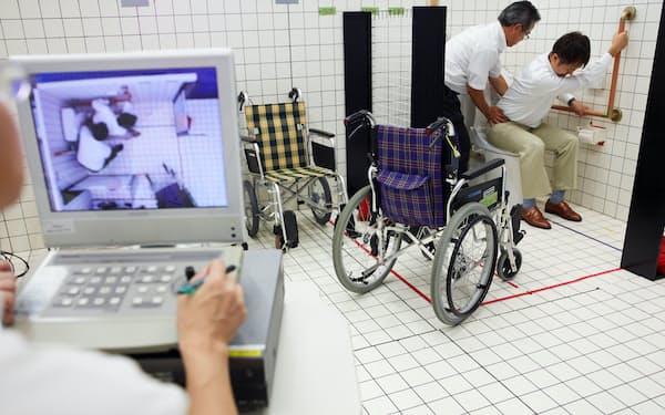 人の動きをデータ化して人に優しいトイレを開発する