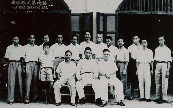 父(前列中央)が雑貨商店「協成昌」を設立したころ