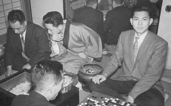 大阪時代は昼休みによく囲碁を打った