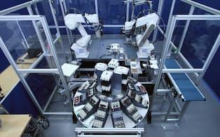 1台で何役もこなせる実証用セル生産ロボット(三菱電機提供)