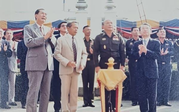 1990年、タイキユーピーの工場開所式(右端が中島雄一さん、左端が筆者)