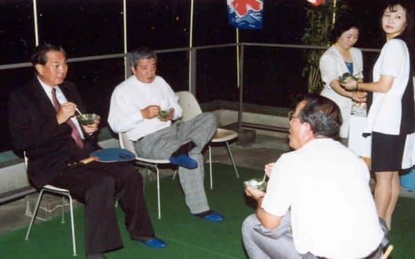 総帥に就いた翌1992年、日本出張時に納涼祭へ参加(左端が筆者)