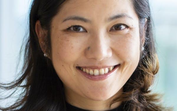 Nancy Qian 上海出身、米マサチューセッツ工科大博士(経済学)。ノースウエスタン大で経営大学院に所属し、中国経済を研究。専門は経営経済学など。