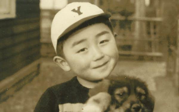 大久保小学校時代。幼少から犬が大好きだった