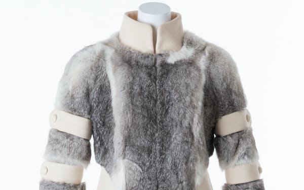 受賞した毛皮のコートドレス