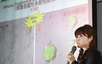 1月、「STAP細胞の発見」を発表する記者会見に出席した小保方氏(神戸市中央区)