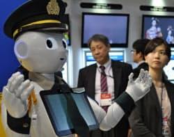 ソフトバンクの「ペッパー」は警備員など幅広い用途での活用が期待されている