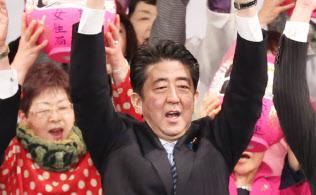 改憲への挑戦をちらつかせる安倍首相(1月8日の自民党大会、東京都港区)
