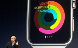 アップルウオッチの詳細を発表したクックCEO(9日、米サンフランシスコ)