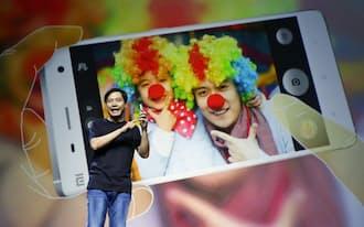 小米はアップルの製造法や組織作りの手法を取り込みつつある(雷軍CEO)=ロイター