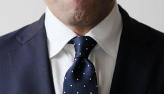 ネクタイはくぼみを作ると立体感が出る