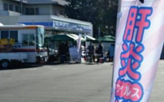 ローソンは埼玉医科大病院と協力し、肝炎検査をPRするキャンペーンを展開した