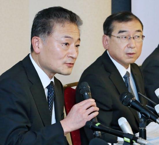 6月23日の記者会見で話す山本社長(左)と久世専務執行役員