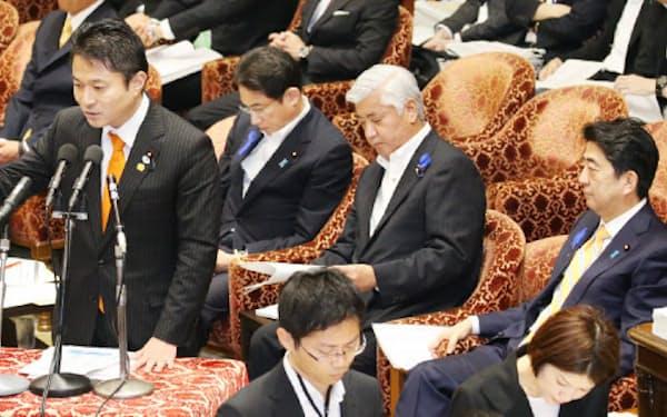 10日、安保関連法案の対案について答弁する維新の党の柿沢幹事長
