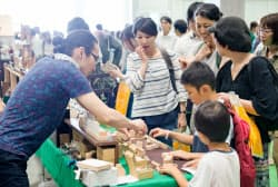 ハンドメイドインジャパンフェスではクリエーターが自作を販売