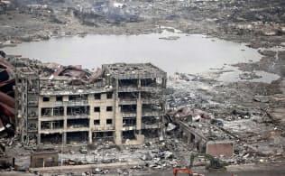 8月中旬、中国天津市で起きた大規模爆発事故の現場=共同
